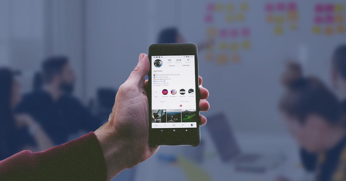 emploi-instagram-main-telephone-entreprise