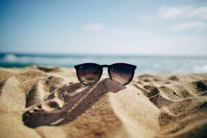 lunettes-soleil-plage-emploi